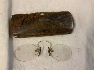 re/bü14# Aus Nachlass: Altes Metalletui mit Kneifer Brille