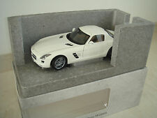 MERCEDES BENZ SLS AMG bianco Minichamps Museo Edition 1/500 lim. NUOVO OVP 1:18
