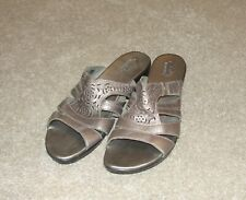 Looks New Womens Clarks bendables Sandals Shoes Sz 10 M Silver Pewter Leather