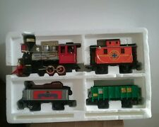 ECHO THE CLASSIC RAIL TRAIN ENGINE AND BOXCARS 1990 #89120S