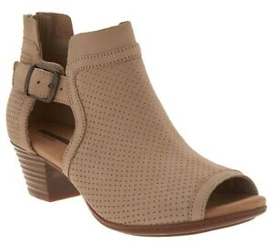 Clarks Collection Leather Open Toe Sandals - Valarie Kimble Size 9  Sand (8370)