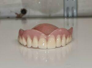 Protesi totale superiore / denti finti.