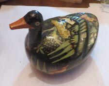 Boite à bijoux en forme de canard et décoré de nombreuses bêtes sauvages