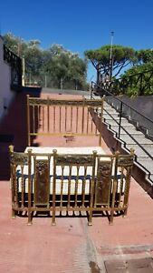 Letto matrimoniale Liberty in ottone con bassorilievi bronzo e colonnine a torci