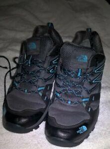 ladies size 8 north face walking shoes vibram