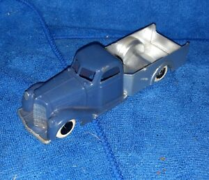 pre-war Tootsie Toy Pick Up Truck - 1930's - two toned