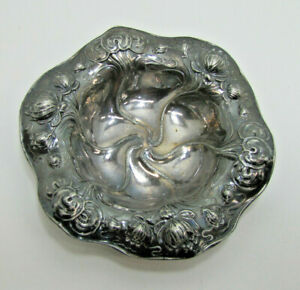 ART NOUVEAU REPOUSSE FLOWERS ORNATE BOWL DISH TRAY HOMAN MFG CO USA SILVERPLATE