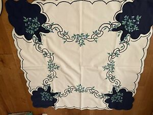 """Vintage Table Cloth Embroidered White Blue 32"""" Square Side Table Gs"""