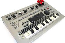 Roland MC 303 Drum Computer Groovebox Beat Composer 808 909 Synthesizer+/GEWÄHR/