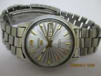 SEIKO 5 VINTAGE FOR MEN DAY & DATE AUTOMATIC WRIST WATCH IN EXCELLENT CONDITION