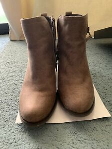 Very Good Condition Novo Taupe Boots Heels