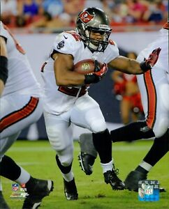 Doug Martin Tampa Bay Buccaneers NFL Licensed Unsigned Glossy 8x10 Photo B