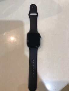 Apple Watch Series 4 44mm Space Grey Aluminium Sport Band (GPS + CEL)