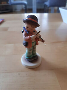Goebel Figur Junge mit Geige