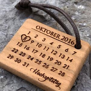 Holz Schlüsselanhänger mit Kalender Gravur Partneranhänger