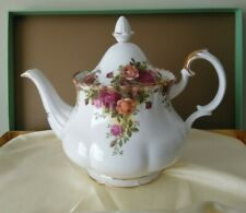Tea pot Old Country Roses Royal Albert fine bone china Montrose shape.