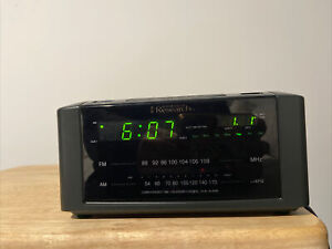 Emerson Research Smart Set Alarm Clock Radio Snooze Black Model No. CKS2000N