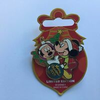 Merry Christmas 2006 Character Ornament Collection Mickey Mouse Disney Pin 51258