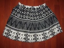 FOREVER 21 BLACK & WHITE SKIRT SIZE 27