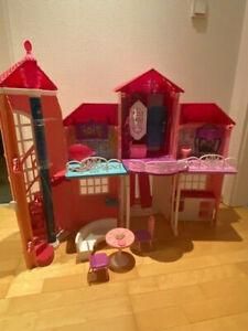 Pinkfarbenes klappbares Barbie Traumhaus von Mattel, wie neu