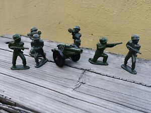 VTG RARE MEXICAN CIPSA BAKELITE PLASTIC SET OF 6 ARMY SOLDIERS & ARTILLERY TANK