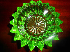 Green Vaseline glass salt cellar dip candle holder uranium tea celt glows yellow