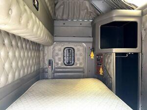 Used Kenworth Aerodyne Double Bunk Sleeper Cab for Semi Truck Long Haul 18 wheel