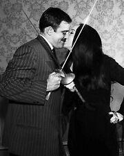 "JOHN ASTIN & CAROLYN JONES IN ""THE ADDAMS FAMILY"" - 8X10 PUBLICITY PHOTO (DD678)"