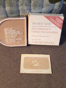 Mary Kay Day Radiance Cream Foundation Soft Ivory sunscreen SPF 8