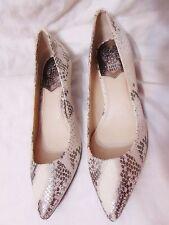 VINCE CAMUTO Naureen Women's Kitten Heel Pumps Heels Sz 7.5 Ivory Silver Snake