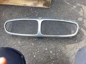 2005 Jaguar X-Type Mesh front grille