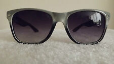 Élégant classique lunettes de soleil noir, blanc & gris cadres violet gradient lens