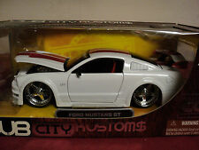 Jada Ford Mustang GT  NIB CC edition 2005 1/24 scale rare item
