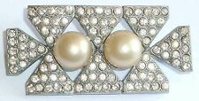 A VINTAGE ART DECO BROOCH SET WITH WHITE DIAMANTES & BLOWN GLASS PEARLS