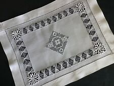 BEAUTIFUL ANTIQUE LINEN TABLE MAT~DRAWN THREAD WORK/EMBROIDERED LACE