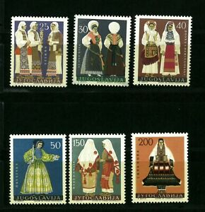 Yugoslavia   NATIONAL COSTUME    Good set stamps  MNH**  (552)