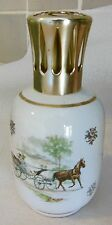 Belle LAMPE BERGER EN PORCELAINE , DECOR de calèche,