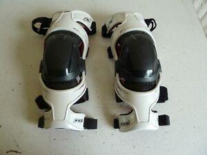 POD Model K300 Knee Brace Left & Right Pair White Mens Size LG Nice Condition