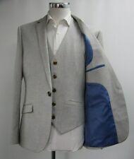 Men's Unbranded Light Grey 3pc Suit (40R).. Sample 5416