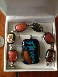 Matching Ladies Stone Bracelet and Pendant Jewelry Suite