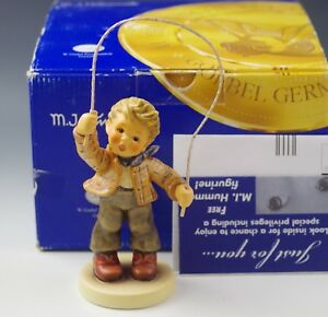 NIB HUMMEL Goebel COUNT ME IN FIGURINE 2084/B  FIRST ISSUE 2005 ARTIST SIGNED