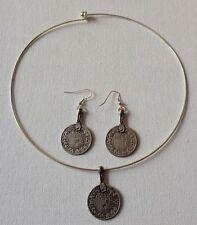 colliers pendentifs           Parure ras du cou avec boucles oreilles