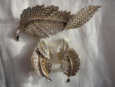 Signed SARAH COV 34 gram goldplated diamante leaf demi parure brooch + earrings