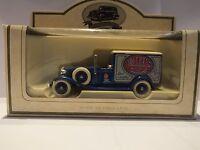 LLEDO LP22 017 1933 PACKARD TOWN VAN - WALKERS CRISPS