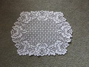 Lace Table Doily/Placemat White Cottage Rose design 19 x 14