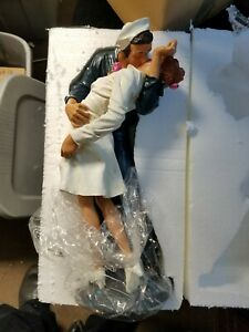 """Inspired Moments The Kiss in Times Square 18"""" Resin Statue New in Box NIB"""