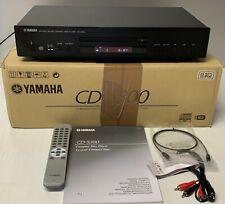 Yamaha CD-S300 mit Bedienungsanleitung und Fernbedienung