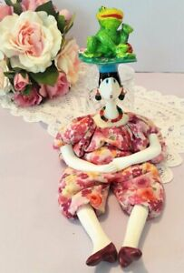 CERRI'Art FRANCE 1986 Hand Made Ceramic/Pannicum Seed DOLL 'Frog with Lady Bug'