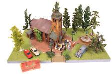 schönes Diorama Kirche mit Hochzeit LICHT Spur H0 Landschaft Figuren Modellbau