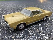 Welly 1965 Pontiac GTO Hardtop Gold 1:24 Scale Diecast Car #2092